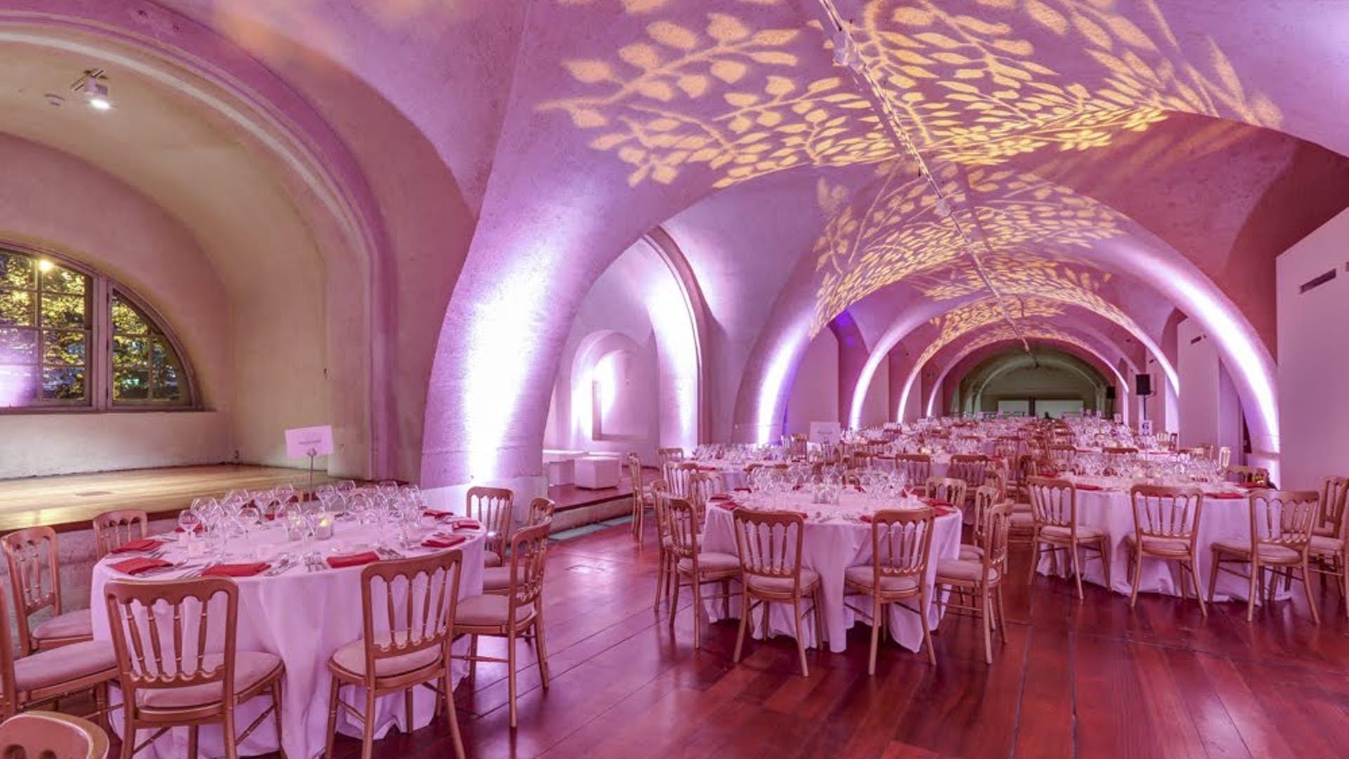 Embankment Gallery dining set up